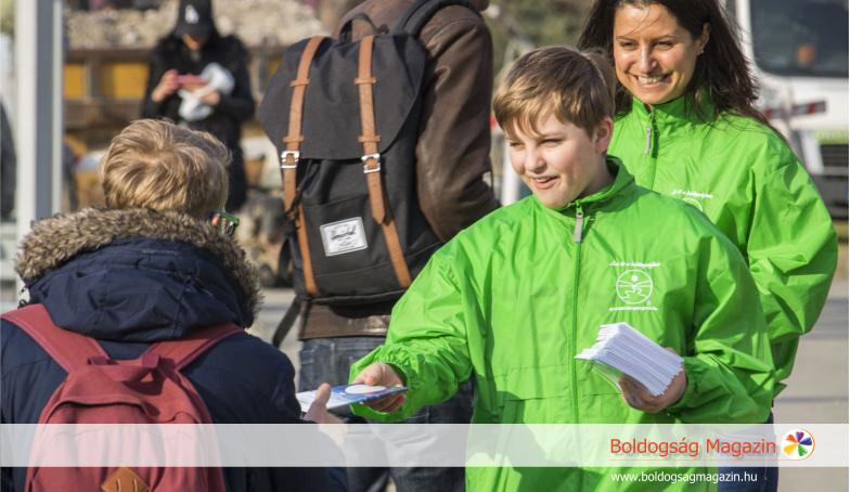 Önkéntes segítők a Boldogság Világnapján