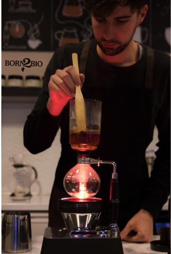 Így készül a szifon kávé
