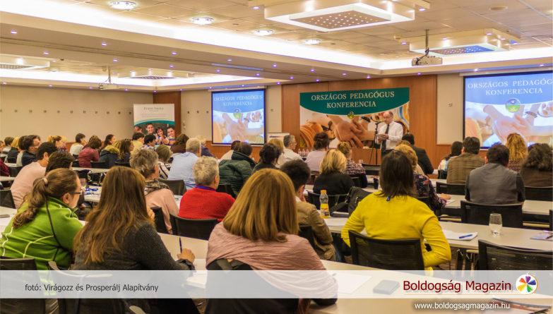 Iskolaigazgató az iskolai agresszió csökkentéséről szóló konferencián