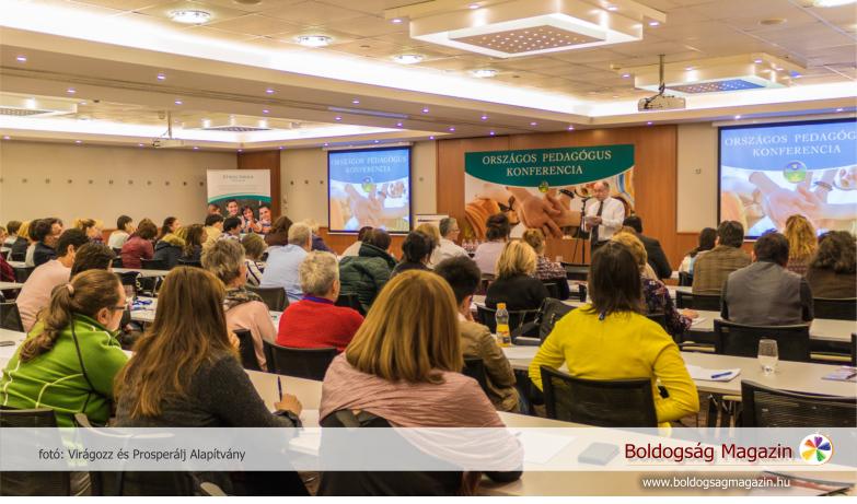 Hír Tibor iskolaigazgató az iskolai agresszió csökkentéséről szóló konferencián